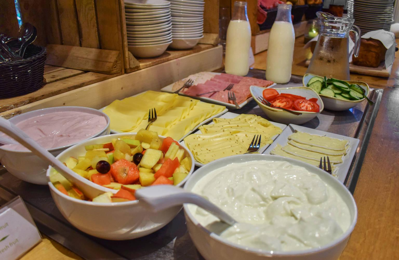 Breakfast, lunch & dinner